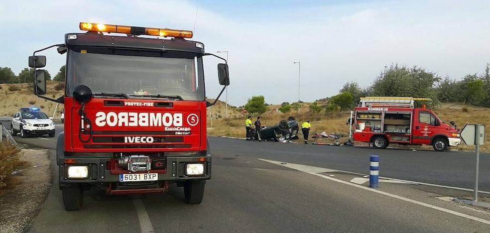 Fallece un hombre y una mujer resulta herida al volcar un vehículo en la autovía entre Úbeda y Baeza