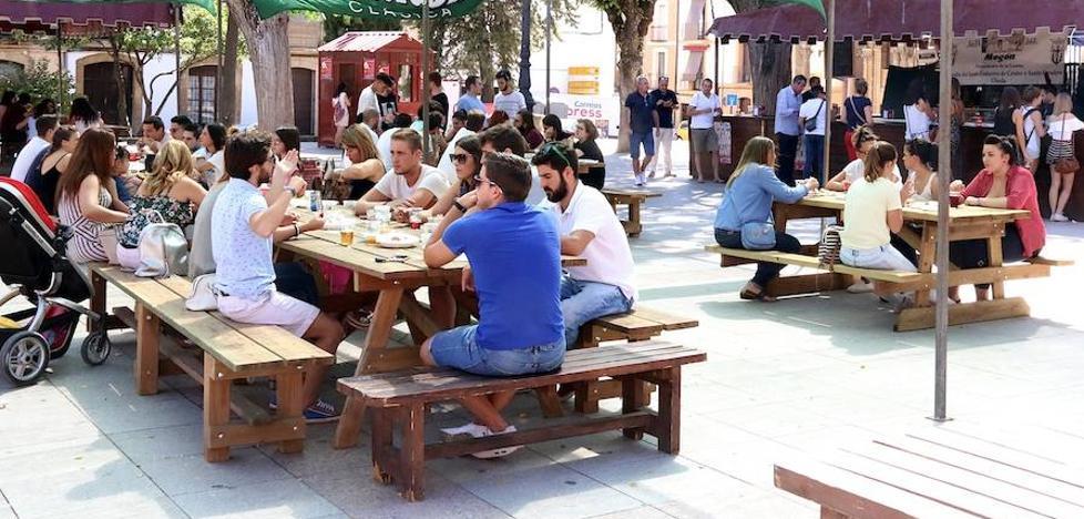Arranca la Feria de la Tapa en la plaza Primero de Mayo
