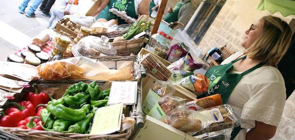 El Hospital de Santiago acoge un mercado de productos ecológicos