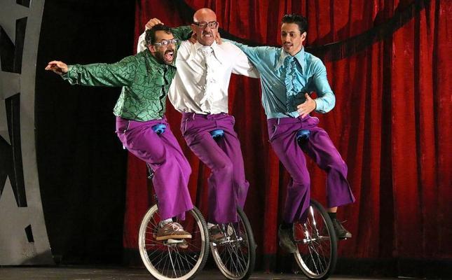 Lo mejor del clown y el circo en el espectáculo 'The Flamingos'