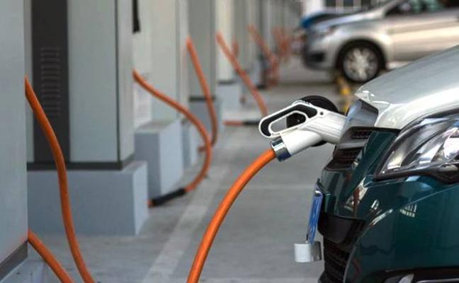 El IES Los Cerros organiza una caravana de coches eléctricos e híbridos entre Úbeda y Granada