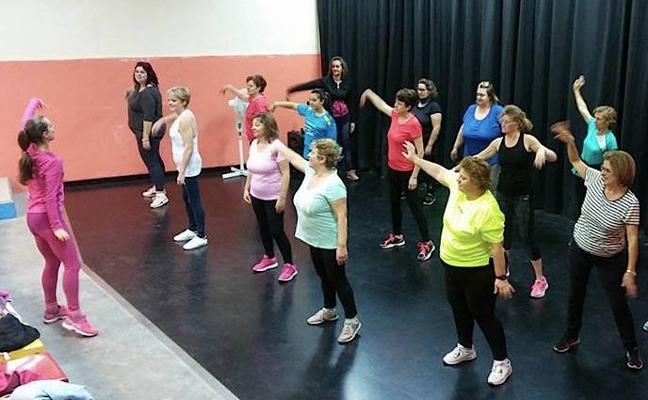 Talleres de zumba y bailes latinos en los barrios