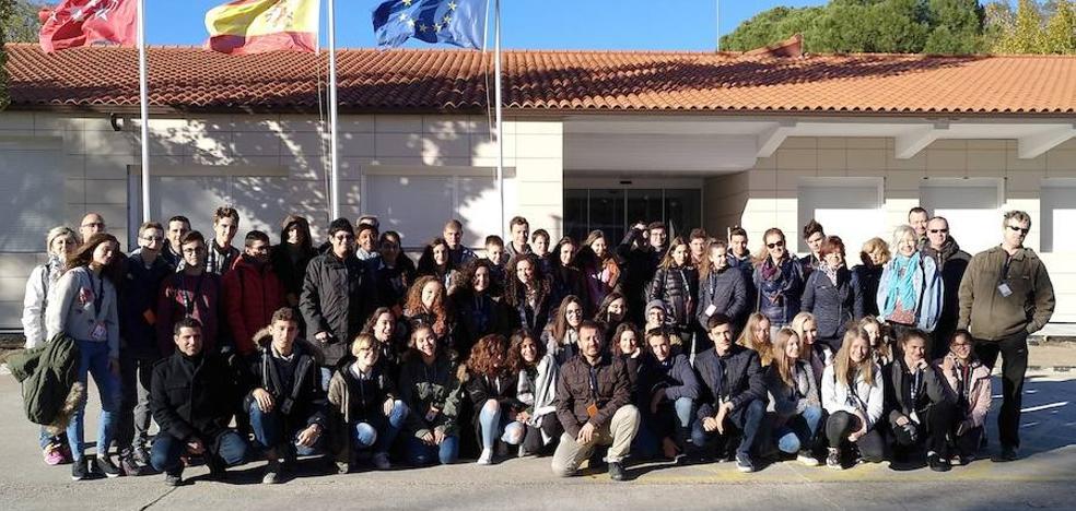 Alumnos de Los Cerros visitaron el Centro para el desarrollo de Automatismos y Robótica