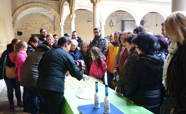 Una veintena de productores presentaron sus aceites premium en el Hospital de Santiago