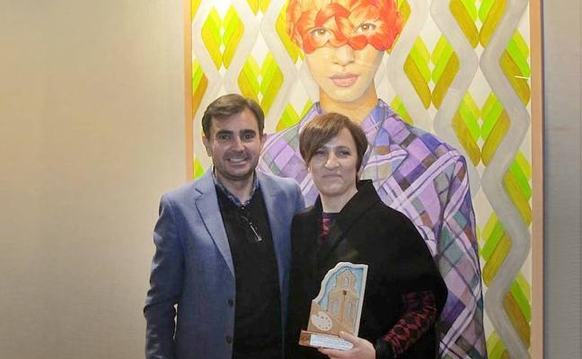La ubetense Ángeles Agrela recibe el primer premio del certamen de pintura 'Emilio Ollero'