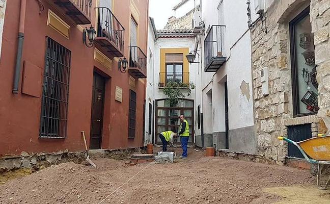 Mejora de la accesibilidad y la red de saneamiento en un callejón frente a la plaza del Marqués
