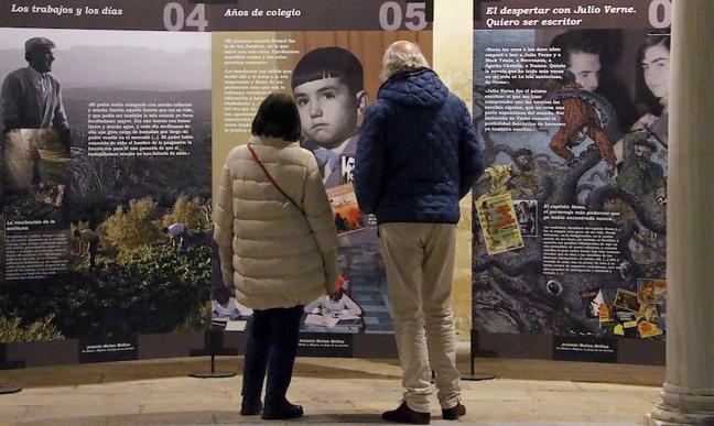 La exposición sobre Antonio Muñoz Molina llega al Hospital de Santiago