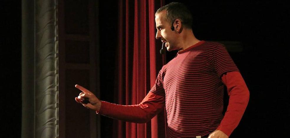 'Juan el Oso', un cuento popular llevado al terreno del títere de cachiporra tradicional