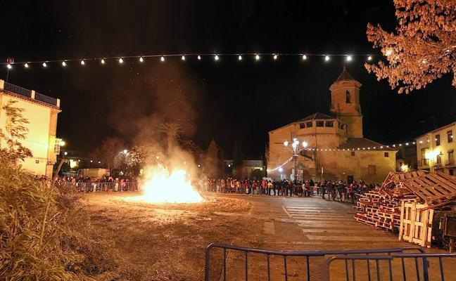 Cuatro hogueras iluminarán la víspera de San Antón en Úbeda y otras cuatro en sus pedanías