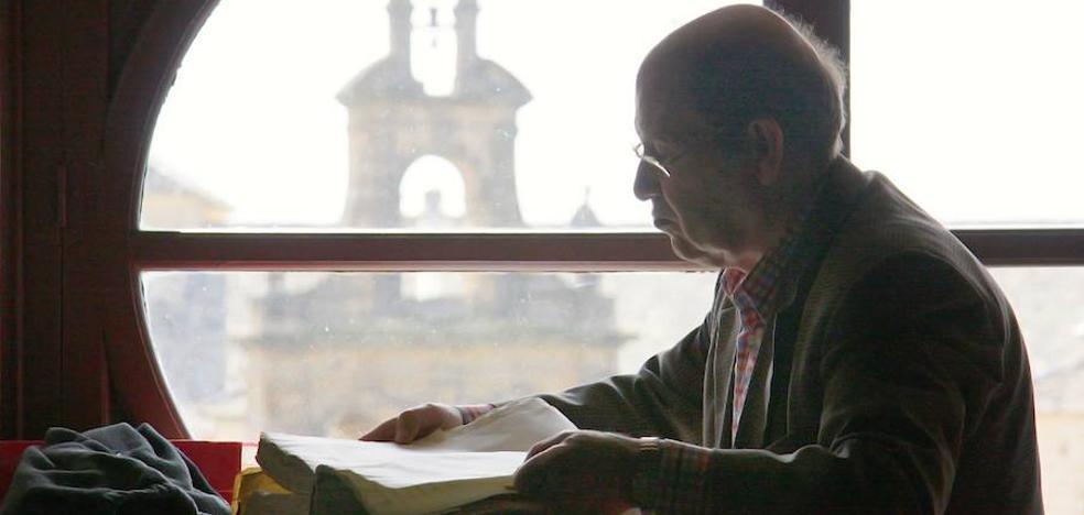Juan Barranco aborda en dos libros la historia de la enseñanza en la ciudad y del escudo de Úbeda