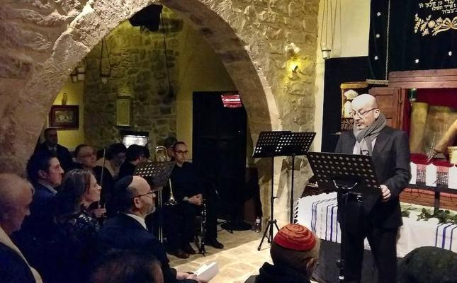 Emotivo homenaje a las víctimas del holocausto en la Sinagoga del Agua de Úbeda