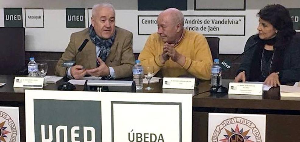 Antonio Carvajal presentó en Úbeda su libro 'El fuego en mi poder'