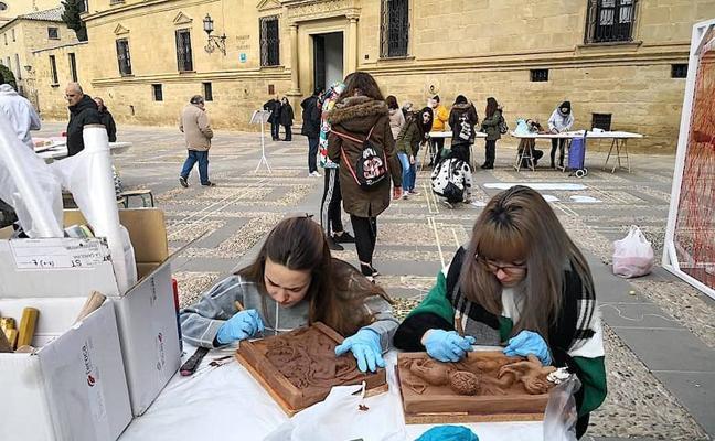 La Escuela de Arte de Úbeda sacó sus talleres a la calle