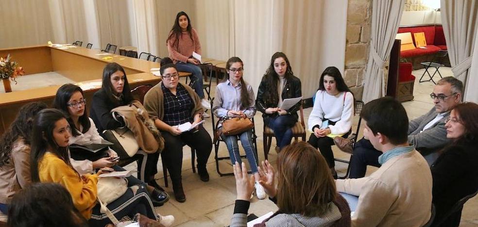 Alumnos de Bachillerato tomaron la palabra en Úbeda durante el Torneo de Debate 'Jóvenes Promesas'