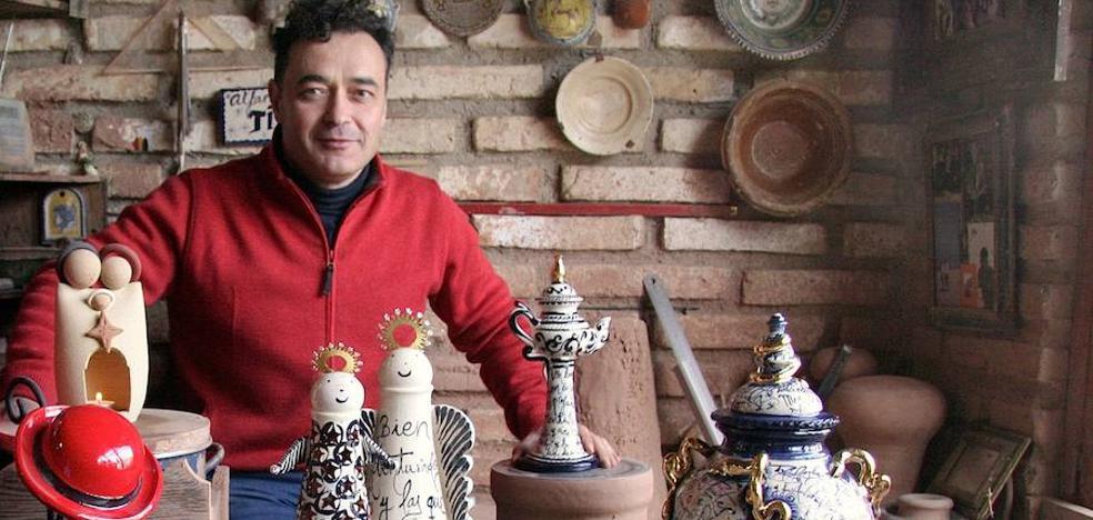 El alfarero ubetense Juan Pablo Martínez Muñoz 'Tito', Premio Andaluz de Artesanía 2018