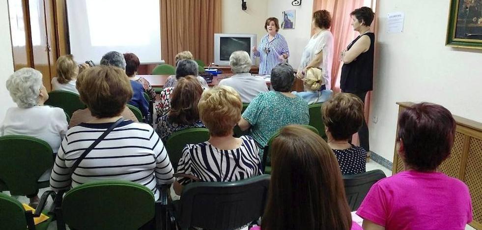 Los dos centros de salud de Úbeda imparten formación para las trabajadoras de ayuda a domicilio