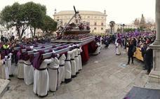 La lluvia deslució el Viernes Santo ubetense y obligó a suspender la Procesión General
