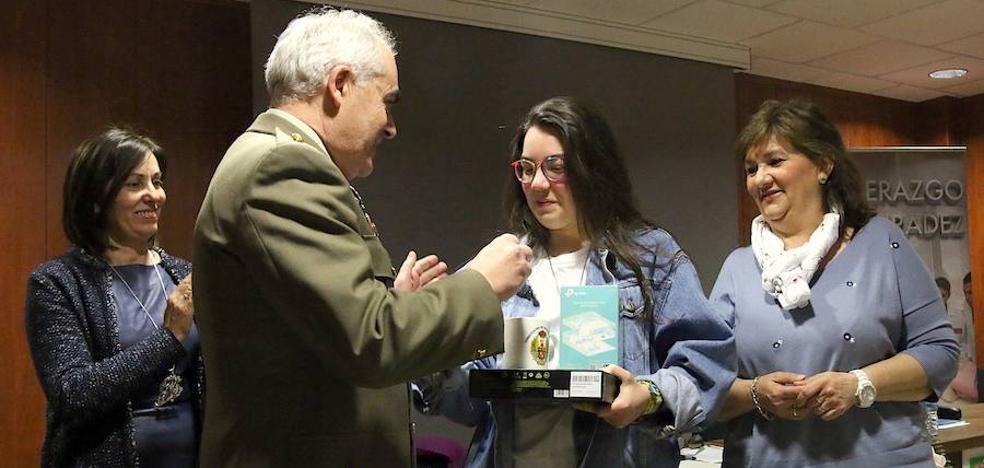 Una alumna de Safa Úbeda recibió el premio provincial del concurso 'Carta a un militar español'