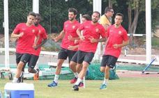 El Almería corre y toca balón