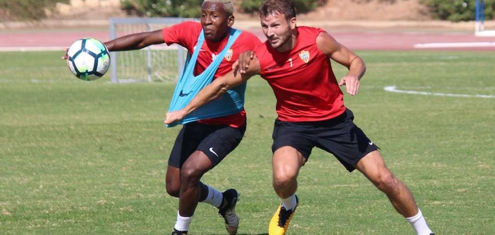 El Almería jugará con un once distinto otra semana más