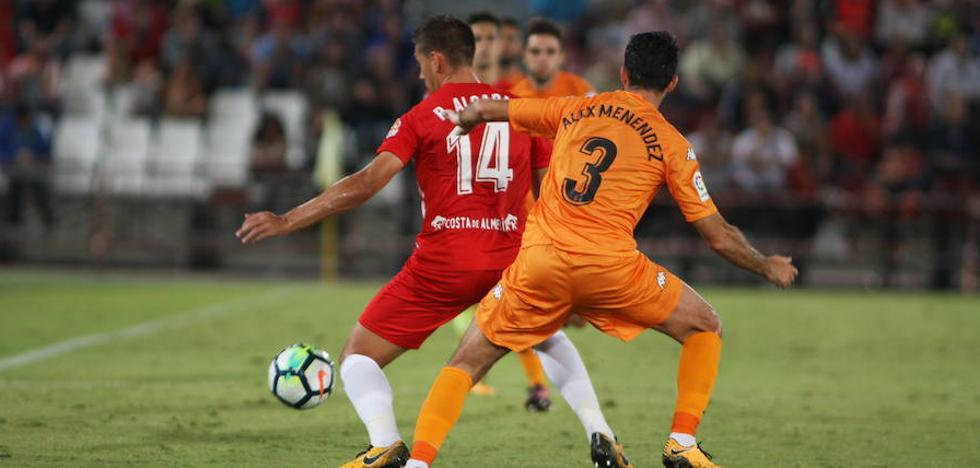 Un Almería de más a menos sigue sin saber ganar