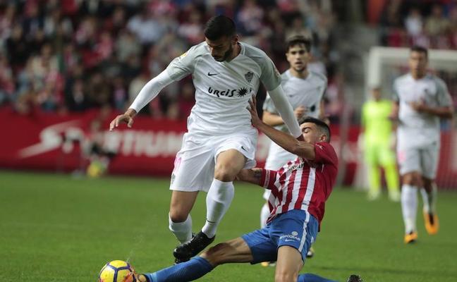El Almería resucita los fantasmas