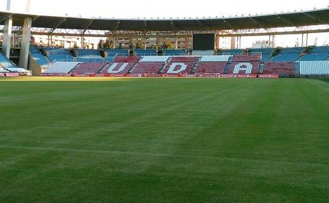 El Almería ya tiene césped nuevo, ahora le falta jugar y ganar en él
