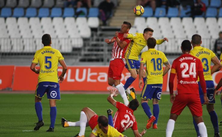 El Almería cae por demasiado temor ante el Cádiz