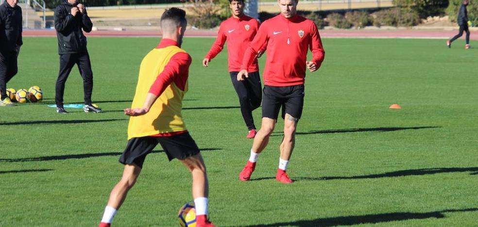 El Almería empieza a preparar el partido de Los Cármenes