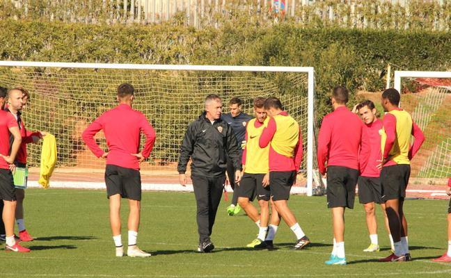 El Almería cruza los dedos con las lesiones; Hicham deja la sesión