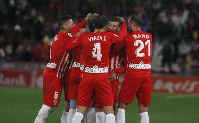 El Almería cree en la victoria y la logra