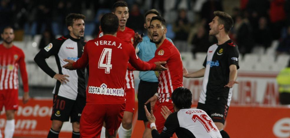 El Almería-Nàstic depara 'empate' también en las crónicas de la prensa