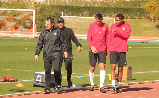 El Almería completa la sesión con atención a los jugadores tocados