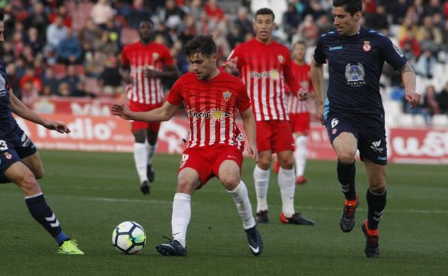 El Almería ata tres puntazos ante la Cultural