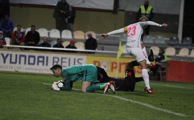 El Almería no sabe interpretar lo que se jugaba en Reus y pierde