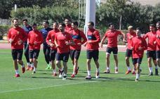 El Almería recupera a los internacionales, pero pierde a Owona