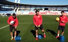 Los jugadores del Almería Juan Muñoz, Pozo y Fidel aceptan el reto de la La Liga 1|2|3