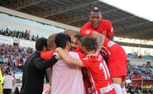 El Almería utiliza la paciencia para ganar al Granada