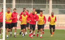 El Almería viaja a Córdoba casi con los que ganaron al Granada