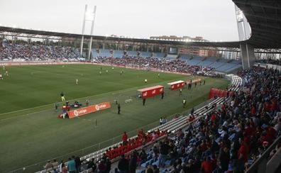 El Almería pretende que el público le lleve hasta la victoria definitiva