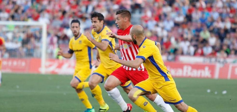 El Almería-Alcorcón se salda con un empate
