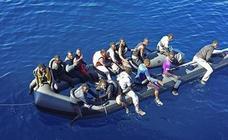 Buscan una patera con 34 personas en el Mar de Alborán