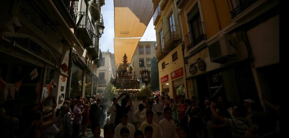 La procesión marca el día grande del Corpus