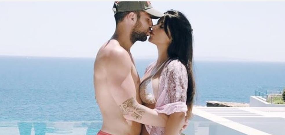 La foto de Cesc con su novia que le ha costado varias bromas