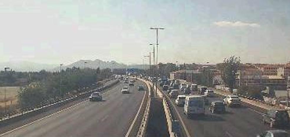 Un accidente genera retenciones en la Circunvalación de Granada