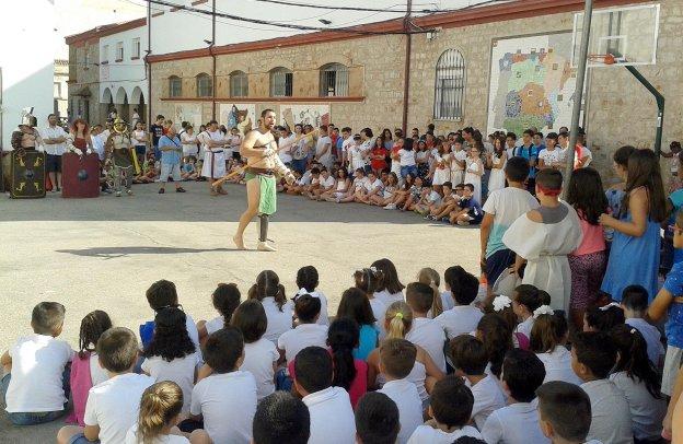 Los alumnos de la SAFA rememoran el pasado de Cástulo con unas Olimpiadas temáticas