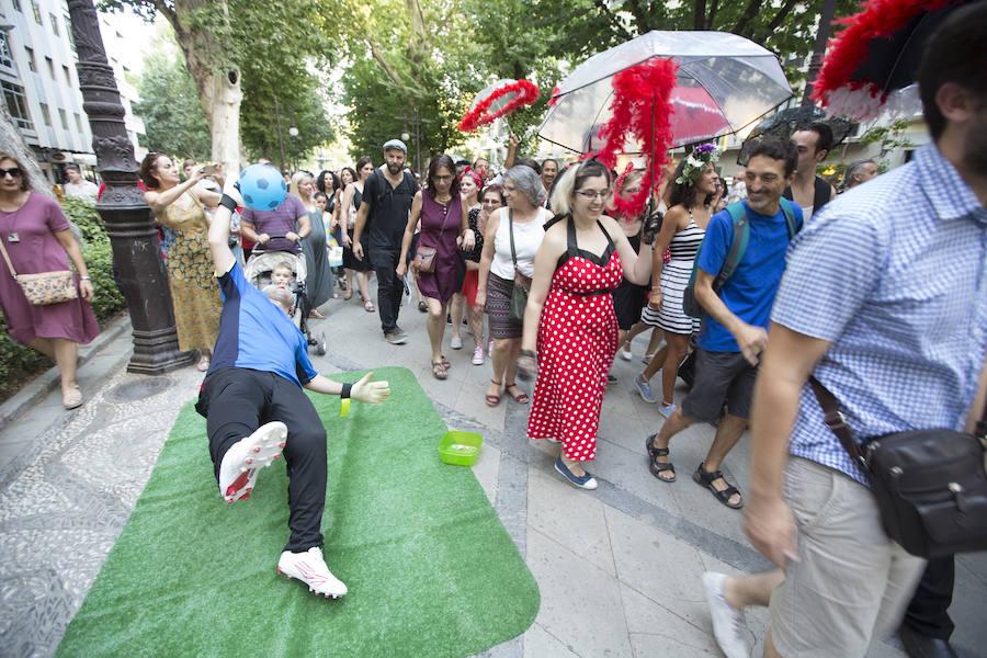 El swing del FEX recorre las calles de Granada