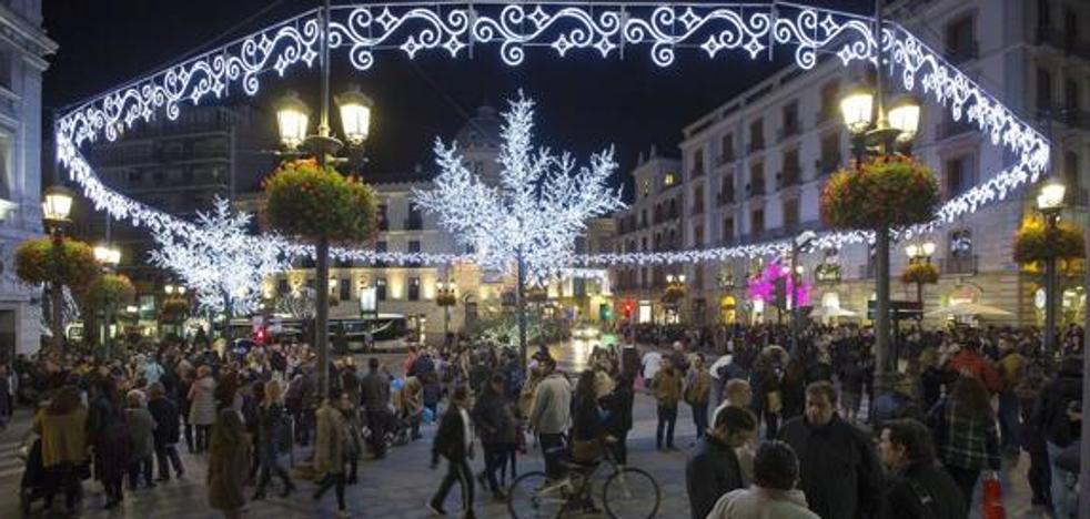 IU critica que el Ayuntamiento apruebe que el gasto de alumbrado para fiestas y eventos alcance 600.000 euros al año