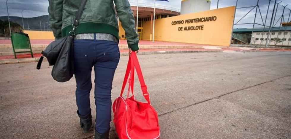 Un preso almeriense mata a otro en la prisión de Granada con unas tijeras