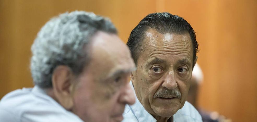 Nueve meses de prisión para Julián Muñoz por adjudicar un piso a la hija del secretario municipal